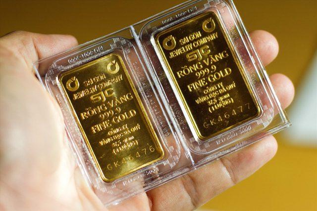 Giá vàng hôm nay 29/7/2020: Giá vàng tăng giảm bất thường vẫn đông người mua bán