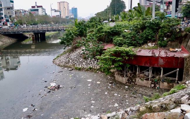 Những dòng sông đen chảy giữa nội thành Hà Nội hình ảnh thực tế
